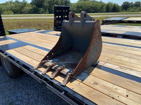 """2022 Unbranded 24"""" Backhoe Bucker W/Teeth for sale at Ken's Auto Sales & Repairs in New Bloomfield MO"""