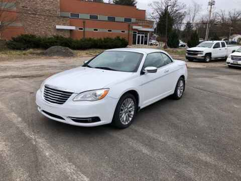 2011 Chrysler 200 Convertible for sale at DILLON LAKE MOTORS LLC in Zanesville OH