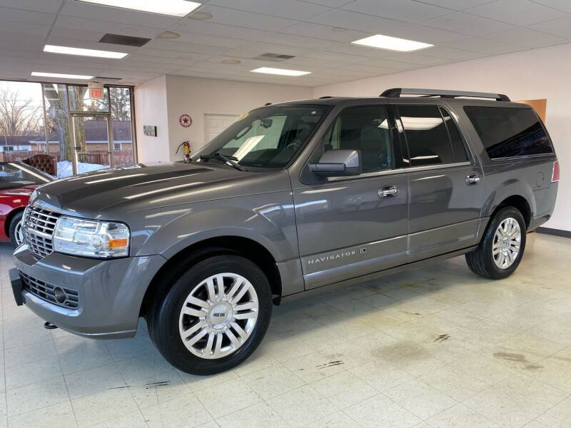 2014 Lincoln Navigator L for sale at Used Car Outlet in Bloomington IL