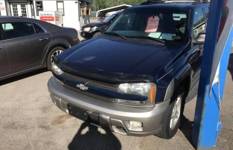 2002 Chevrolet TrailBlazer for sale at RACEN AUTO SALES LLC in Buckhannon WV