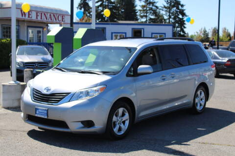 2012 Toyota Sienna for sale at BAYSIDE AUTO SALES in Everett WA