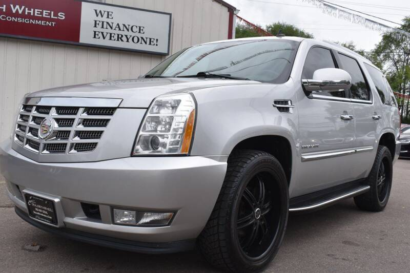 2011 Cadillac Escalade for sale at Dealswithwheels in Inver Grove Heights MN