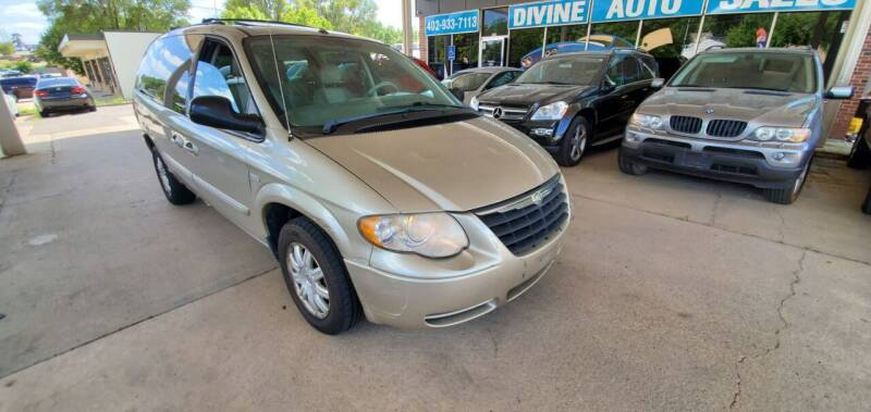 2006 Chrysler Town and Country for sale at Divine Auto Sales LLC in Omaha NE