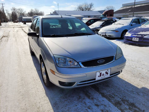 2006 Ford Focus for sale at J & S Auto Sales in Thompson ND