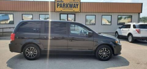 2015 Dodge Grand Caravan for sale at Parkway Motors in Springfield IL