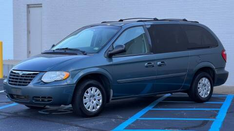2005 Chrysler Town and Country for sale at Carland Auto Sales INC. in Portsmouth VA