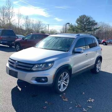 2013 Volkswagen Tiguan for sale at CRS 1 LLC in Lakewood NJ