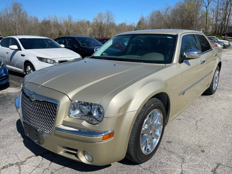 2010 Chrysler 300 for sale at Best Buy Auto Sales in Murphysboro IL
