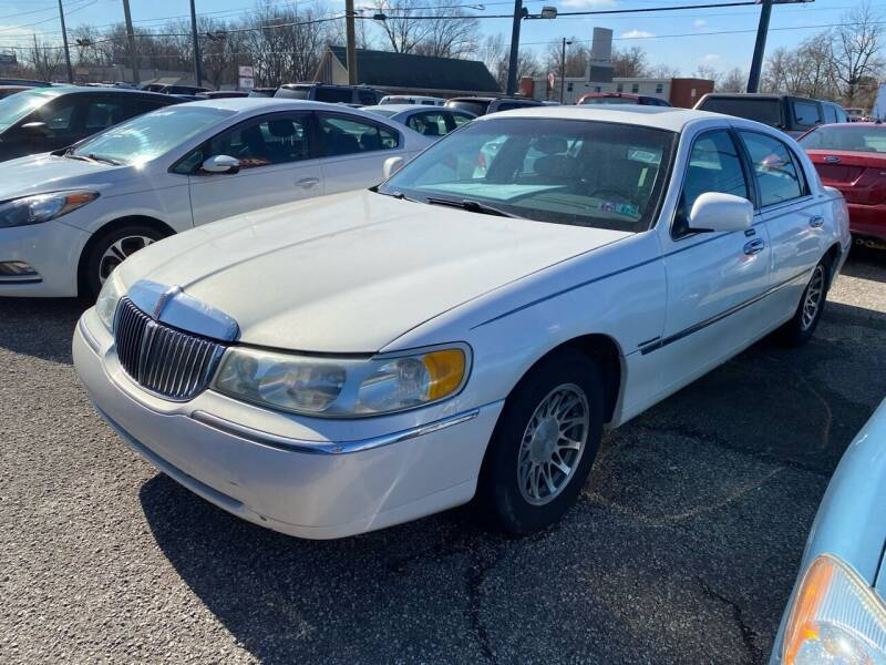 2002 Lincoln Town Car for sale at 4th Street Auto in Louisville KY