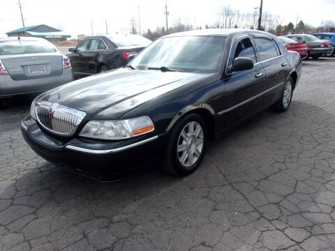 2005 Lincoln Town Car for sale at DAVE KNAPP USED CARS in Lapeer MI