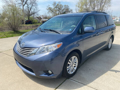 2013 Toyota Sienna for sale at Mr. Auto in Hamilton OH