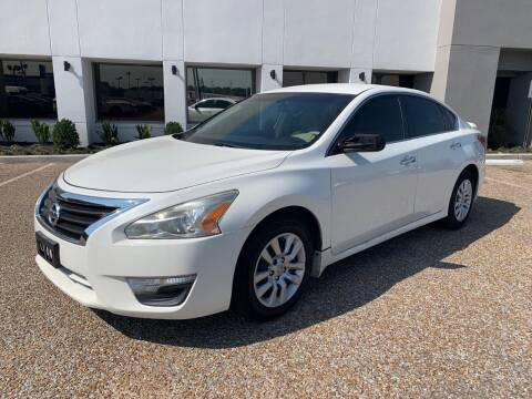 2013 Nissan Altima for sale at AutoMax of Memphis - V Brothers in Memphis TN