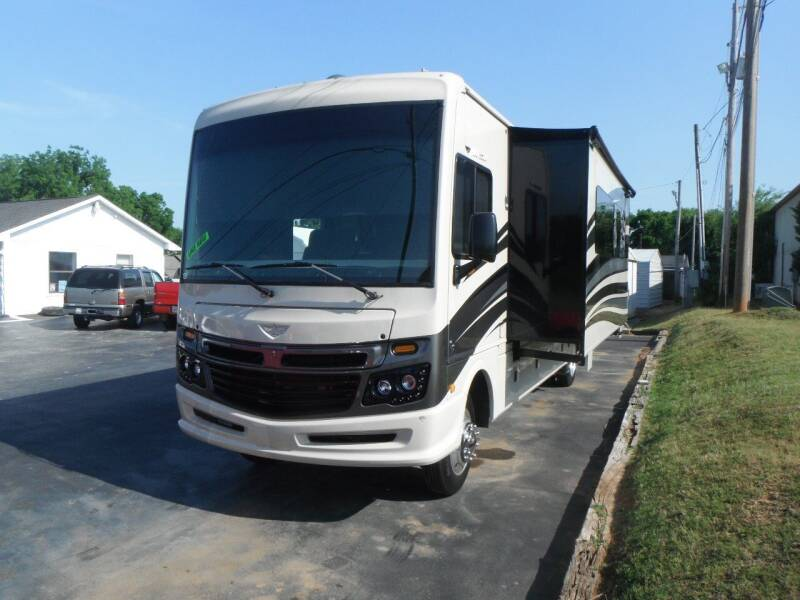 2017 Fleetwood Bounder for sale at Morelock Motors INC in Maryville TN
