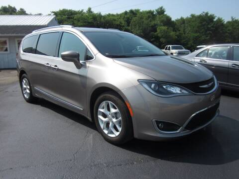 2018 Chrysler Pacifica for sale at JANSEN'S AUTO SALES MIDWEST TOPPERS & ACCESSORIES in Effingham IL