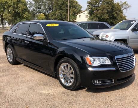 2014 Chrysler 300 for sale at El Tucanazo Auto Sales in Grand Island NE