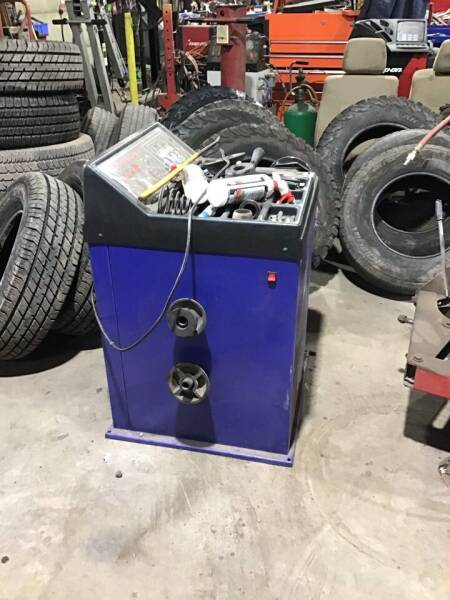 Xinkong Tire Balancer Sbm680 for sale at Troys Auto Sales in Dornsife PA