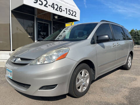 2009 Toyota Sienna for sale at Mainstreet Motor Company in Hopkins MN