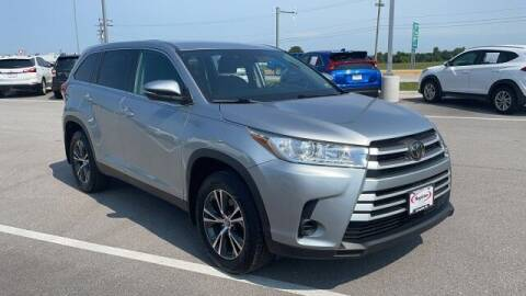 2019 Toyota Highlander for sale at Napleton Autowerks in Springfield MO