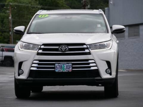 2017 Toyota Highlander for sale at CLINT NEWELL USED CARS in Roseburg OR
