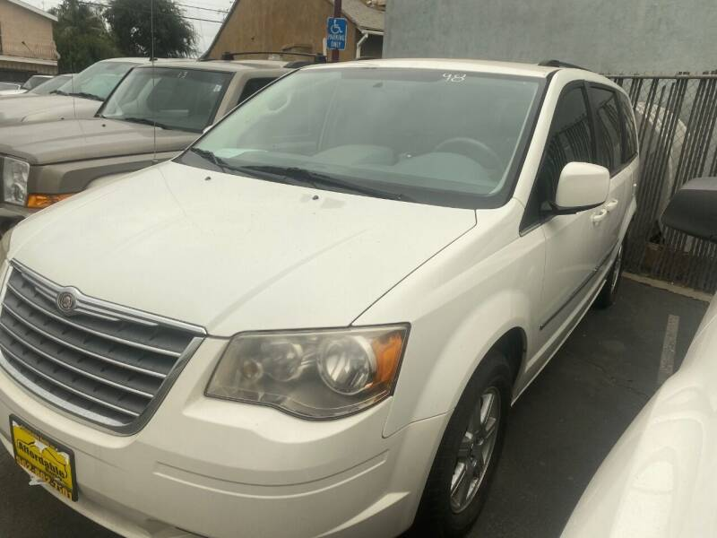 2010 Chrysler Town and Country for sale in Pico Rivera, CA