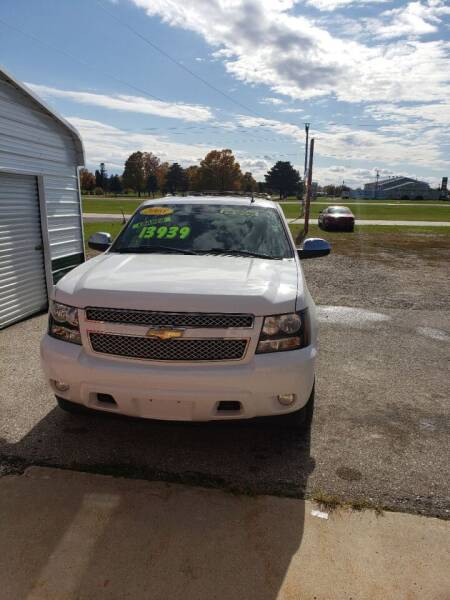 2008 Chevrolet Tahoe for sale at P & T SALES in Clear Lake IA