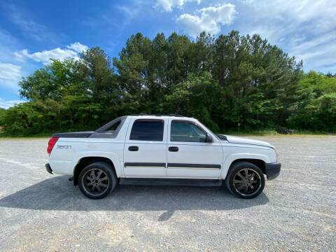 2004 Chevrolet Avalanche for sale at Tennessee Valley Wholesale Autos LLC in Huntsville AL