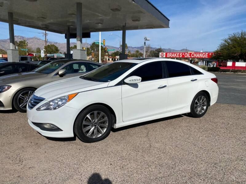 2014 Hyundai Sonata for sale at TANQUE VERDE MOTORS in Tucson AZ