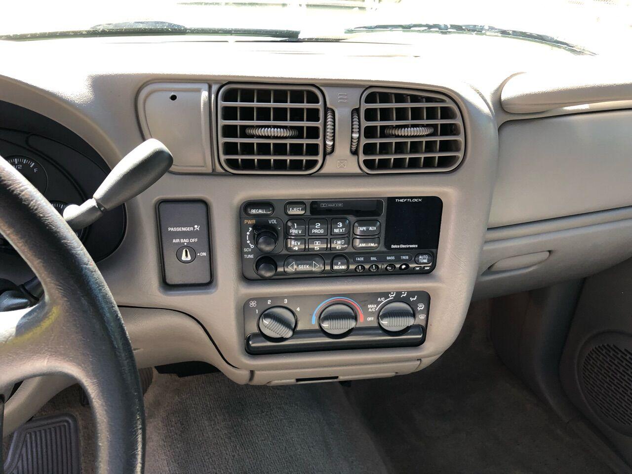 1998 Chevrolet S-10 Standard Bed