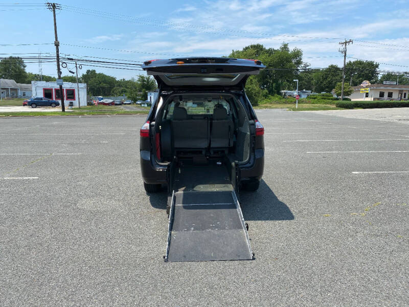 2013 Toyota Sienna for sale at BT Mobility LLC in Wrightstown NJ