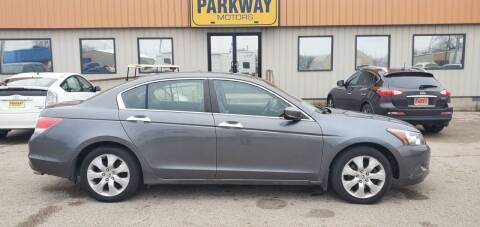 2009 Honda Accord for sale at Parkway Motors in Springfield IL