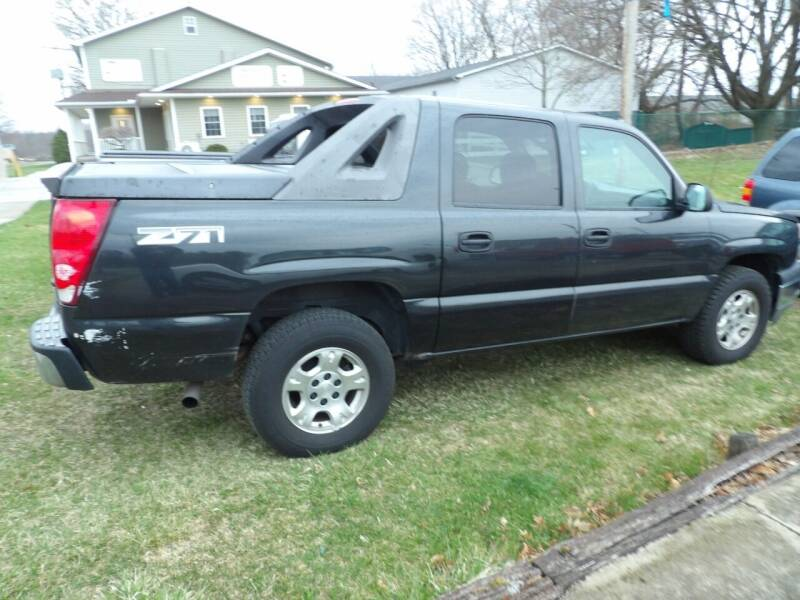 2005 Chevrolet Avalanche for sale at English Autos in Grove City PA