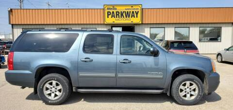 2010 GMC Yukon XL for sale at Parkway Motors in Springfield IL
