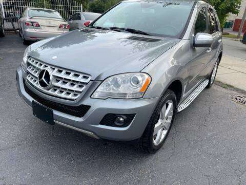 2010 Mercedes-Benz M-Class for sale at Credit One Auto Group in Joliet IL