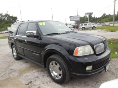 2005 Lincoln Navigator for sale at SCOTT HARRISON MOTOR CO in Houston TX