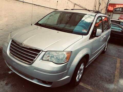 2009 Chrysler Town and Country for sale at Xpress Auto Sales & Service in Atlantic City NJ