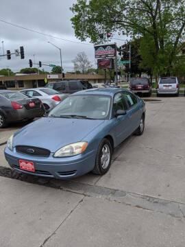 2005 Ford Taurus for sale at Corridor Motors in Cedar Rapids IA