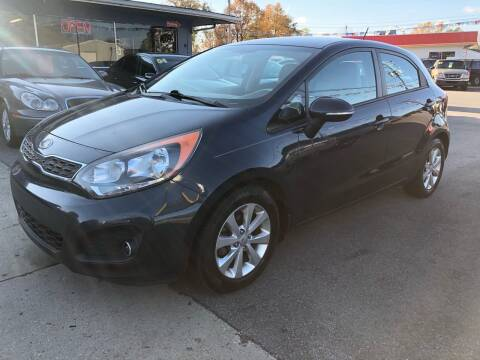 2013 Kia Rio 5-Door for sale at Wise Investments Auto Sales in Sellersburg IN