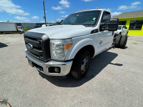 2015 Ford F-350 Super Duty for sale at RODRIGUEZ MOTORS CO. in Houston TX