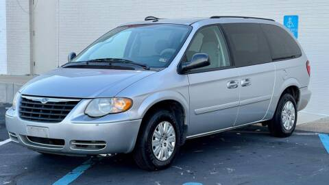 2006 Chrysler Town and Country for sale at Carland Auto Sales INC. in Portsmouth VA