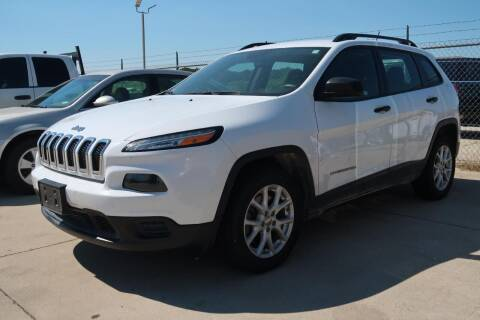 2015 Jeep Cherokee for sale at Lipscomb Auto Center in Bowie TX