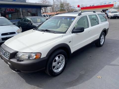 2001 Volvo V70 for sale at Wise Investments Auto Sales in Sellersburg IN