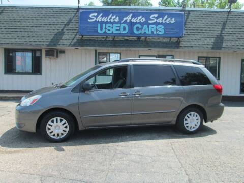 2005 Toyota Sienna for sale at SHULTS AUTO SALES INC. in Crystal Lake IL