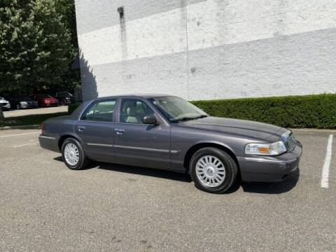 2007 Mercury Grand Marquis for sale at Select Auto in Smithtown NY
