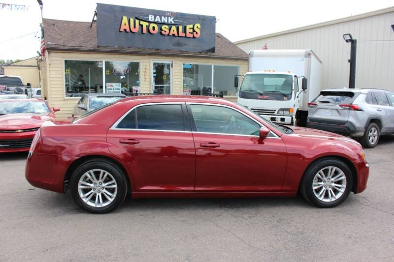 2013 Chrysler 300 for sale at BANK AUTO SALES in Wayne MI