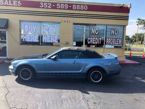 2005 Ford Mustang for sale at BSS AUTO SALES INC in Eustis FL