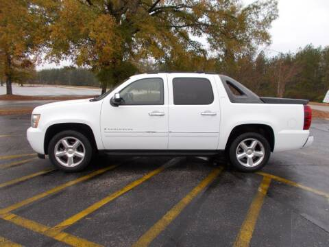 2009 Chevrolet Avalanche for sale at A & P Automotive in Montgomery AL