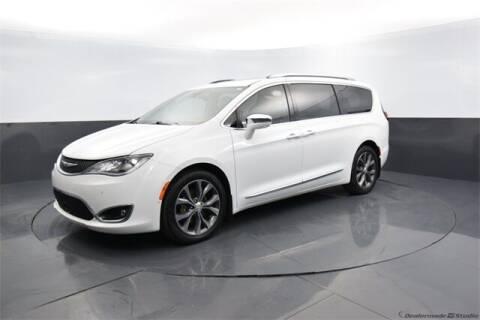 2017 Chrysler Pacifica for sale at BOB HART CHEVROLET in Vinita OK