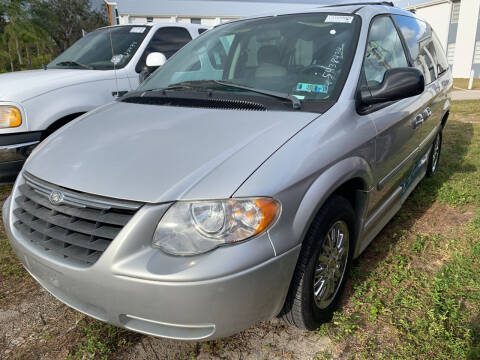 2007 Chrysler Town and Country for sale at EXECUTIVE CAR SALES LLC in North Fort Myers FL