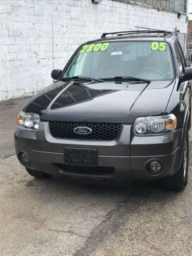 2005 Ford Escape for sale at Square Business Automotive in Milwaukee WI