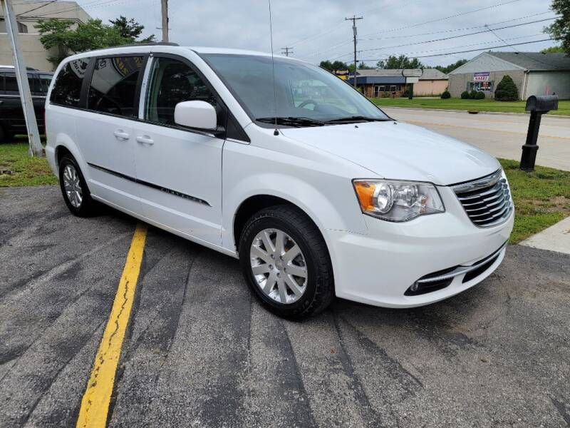 2014 Chrysler Town and Country for sale at Lakeshore Auto Wholesalers in Amherst OH